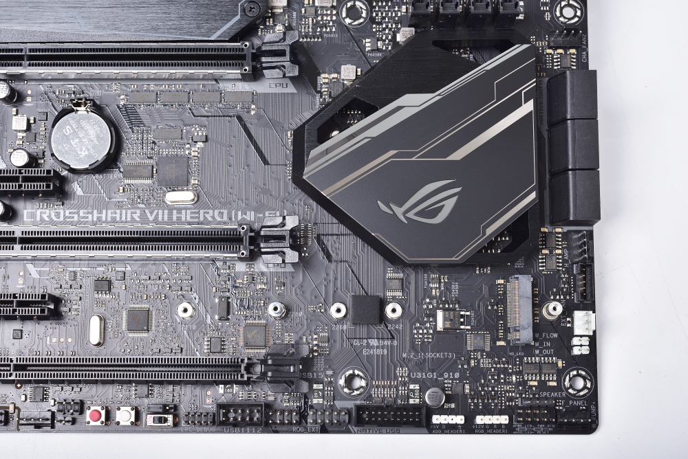 ASUS 华硕 ROG CROSSHAIR VII HERO 主板 评测